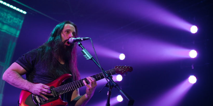 john_petrucci_of_dream_theater_2014_at_mitsubishi_electric_hall_dusseldorf